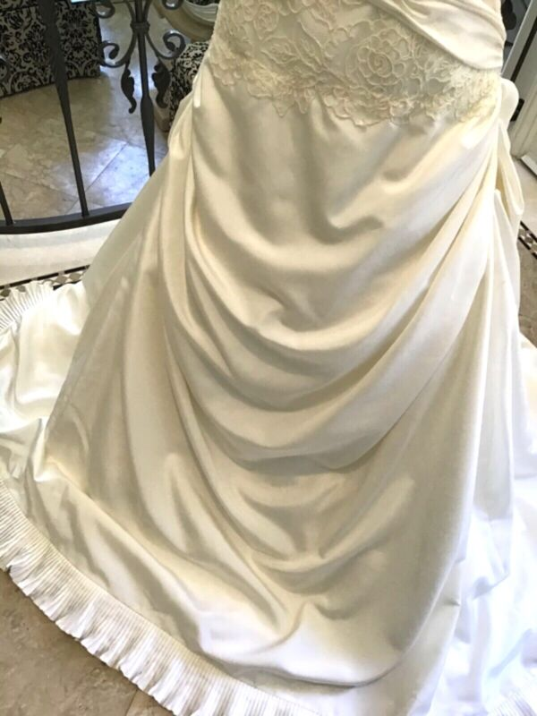 Paloma Blanca Wedding Dress  size 12 Sample dress