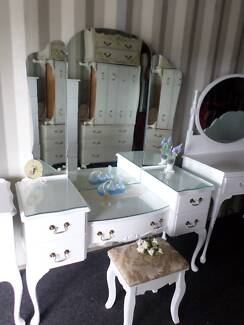 ☆♥ WHITE QUEEN ANNE DRESSING TABLE SPLIT LEVEL, GLASS TOPS ☆♥ Belmont Brisbane South East Preview