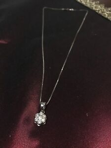 White 18k Flower diamond pendant with a chain