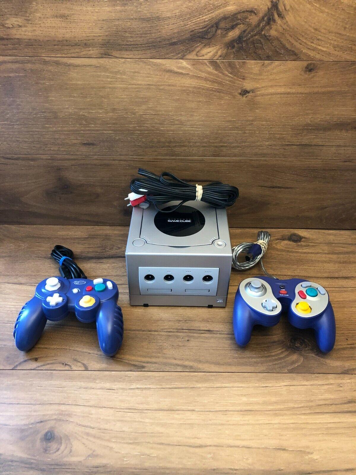 Nintendo GameCube Silver Console.+ 2 Controllers & A/V Cord