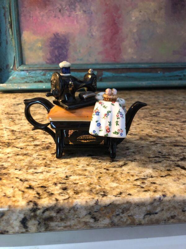 Cardew Infusion Collector Tea Pot