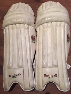 Cricket pads men's Rh