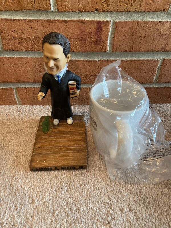 Samuel Alito Bobblehead Green Bag Supreme Court Justice - brand new in box w mug
