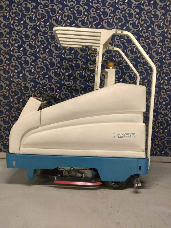 """Tennant 7200 36"""" ride on floor swee scrubber with new batteries & FREE shipping!"""