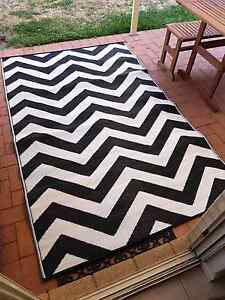 BRAND NEW OUTDOOR RUG Coogee Eastern Suburbs Preview