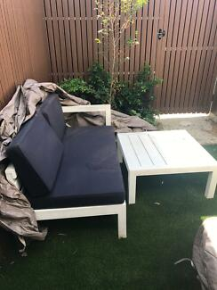 Outdoor Lounge and Table