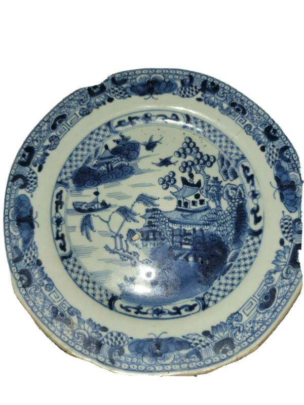 ANTIQUE BLUE and WHITE  Chinese style motif WILLOW PATTERN PLATE