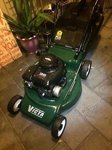 VICTA LAWN MOWER Ridgewood Wanneroo Area Preview