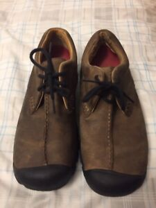 "KEEN brown shoes ( size 9'5"" )"