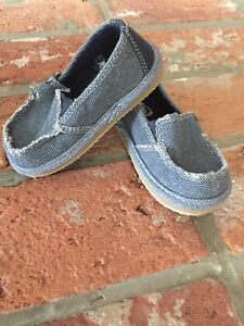 Brand new never worn canvas shoes toddler size 6