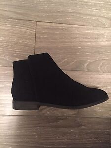 Women's boots (NEW) Size 7