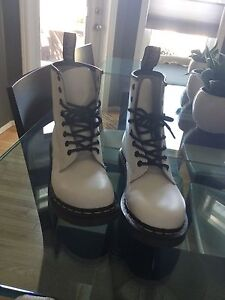 DR. MARTENS Smooth 1460 Combat Boots-8 holes boot white