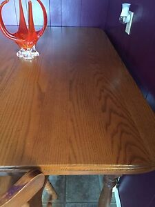 Solid oak table with 2 chairs and L-shaped bench.