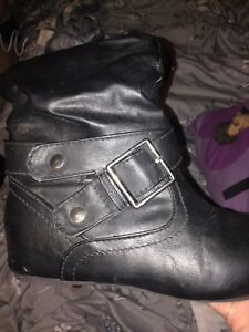 Size 6. Black leather boots