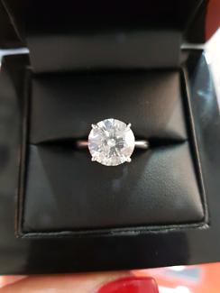 3.10 Carat F Colour Round Brilliant Diamond Ring Platinum setting