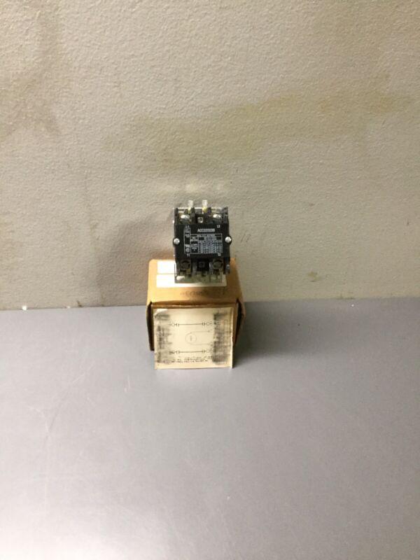 NEW, ARROW HART, ACC320U30, 2 POLE CONTACTOR, RATED 30 FL AMP 600 VAC, (12E-4)
