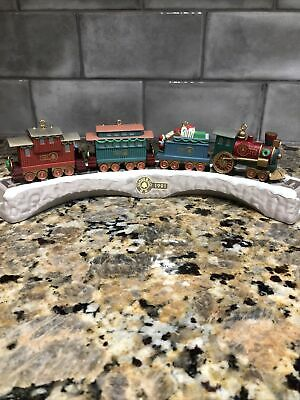 1991 Hallmark Keepsake 5 PC Claus & Co Train Set Christmas Decor/Ornaments