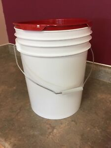 16 litre (4.5 gallon) pails