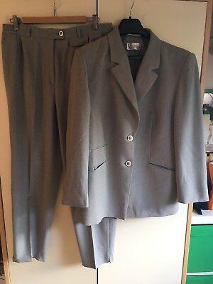 Hosenanzug / Kostüm Damen: Blazer mit Hose von delmod CC  in einem TOP Zustand - Einen Anzug Kostüm