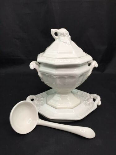 Red Cliff Grape Small Tureen with Lid, Ladle and Underplate Sauce Gravy Mini