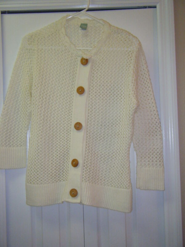 SUSQUEHANNA TRAIL OUTFITTER SZ SMALL OPEN WEAVE CREAM SWEATER WOOD BUTTONS CUTE