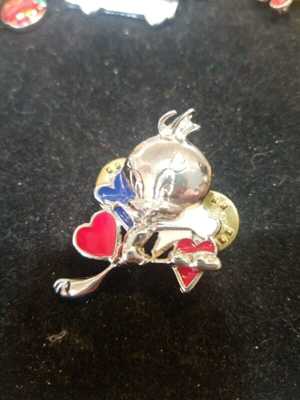 Warner Brothers Pin Tweedy Bird With Red Blue White Enamel Hearts 1996...