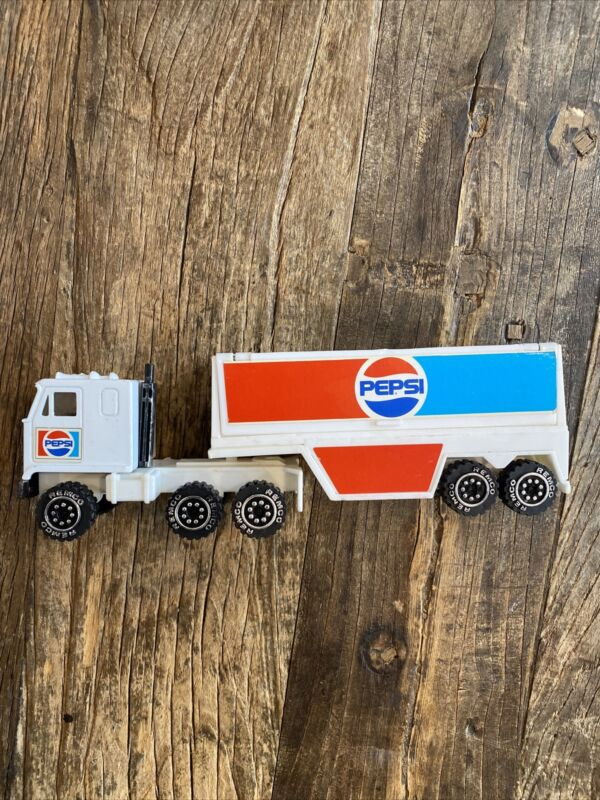 Vintage 1987 Remco Pepsi Semi Cab & Tractor Trailer Truck With Two Pepsi Crates