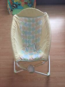 Rock and play bassinet  Cambridge Kitchener Area image 1