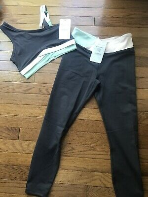 NWT ~ Fabletics 2 Piece Outfit Bra And 7/8 Legging ~ Small