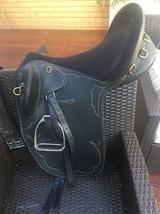 Kincade stock saddle vg condition 17 in Queanbeyan Queanbeyan Area Preview