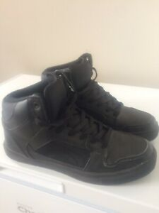 Men's like new all black shoes size 11
