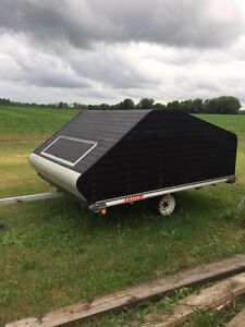 Sled trailer and 2 sleds