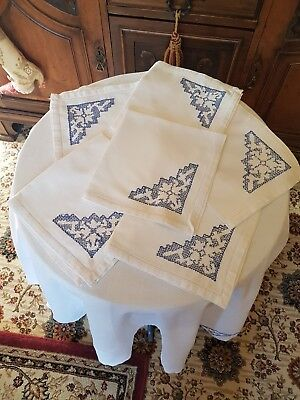 Vintage Embroidered Cutwork Tablecloth, 6 Matching Napkins, Approx 132cm x 138cm