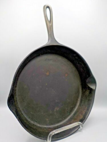 Vintage #8 Cast Iron Pan Skillet Unmarked w/Pour Spouts Short Handle Fixer Upper