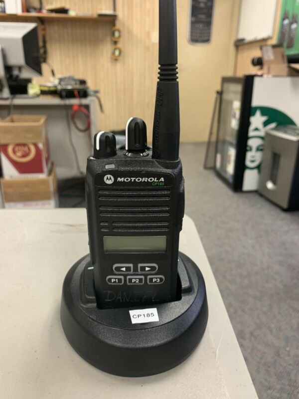 motorola cp185 uhf with display; 450 to 480 bands with charger