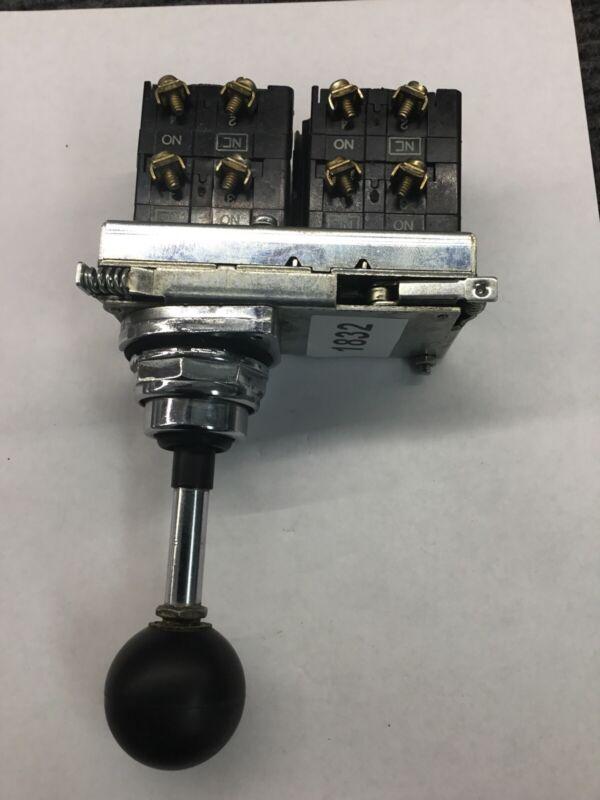 Eaton Cutler Hammer 10250T451 4 Position Momentary Joy Stick Operator Joystick