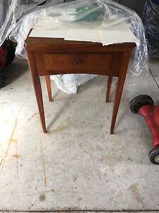 Singer sewing machine console model