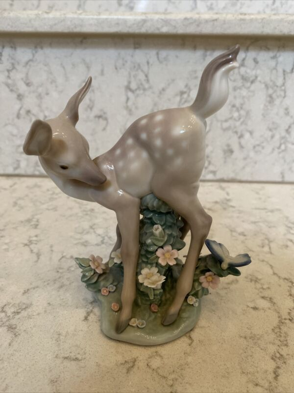 Lladro 5672 Hi There! Deer with butterfly. RETIRED! Mint Condition!
