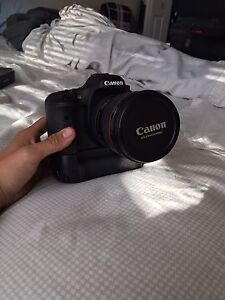 Canon 7d with Battery Grip (Body Only)