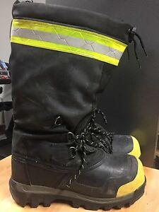 Insulated safety boots sz9