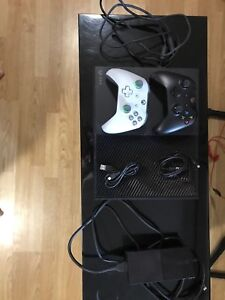 XBOX ONE 1TB + 2 CONTROLLERS