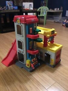 Garage 3 étages Fisher-Price Little People
