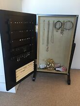 Jewellery Stand North Bondi Eastern Suburbs Preview