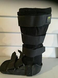 2 Moon Boots 1 Medium & 1 large. Naracoorte Naracoorte Area Preview