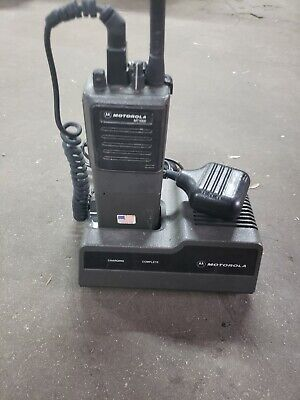Motorolla Mt1000 Radio With Battery Speaker Mic And Charger