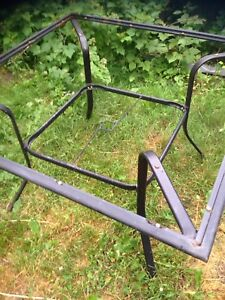 Patio table frame only no umbrella chairs glass $5 Oshawa