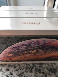 iPhone Xs - 256GB unlocked gold sealed includes receipt