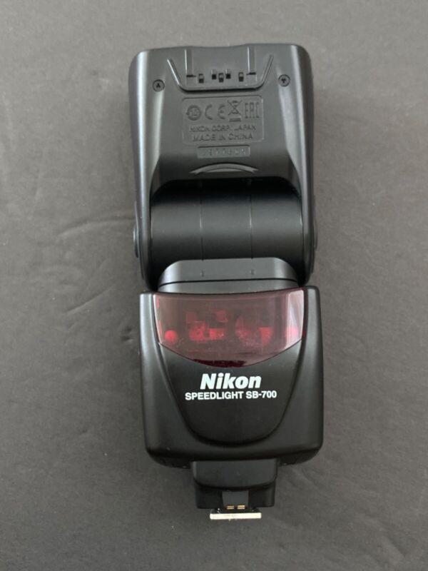 Nikon SB-700 AF Speedlight - LOOKS and WORKS AMAZING