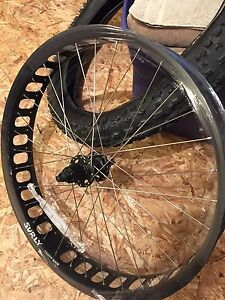 Surly Clownshoe rim and deore XT hub