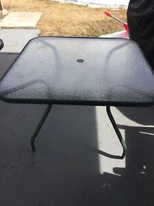 Table de patio carré en verre
